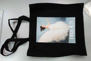 Čierna taška na vzorky od britského zákazníka bola vytlačená dtg textilnou tlačiarňou